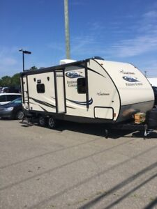 Coachman Freedom Express 233rbs travel trailer