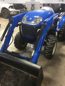 NEW HOLLAND BOOMER 24 TRACTOR WITH LOADER ONLY 11 HOURS