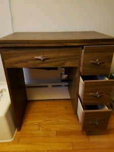 Sewing machine table in excellent condition.