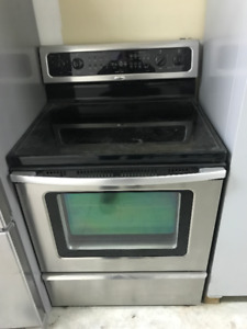 Whirlpool Convection Range Gold Series- Like New!