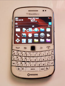 Blackberry bold 9900-unlocked/white color so cool