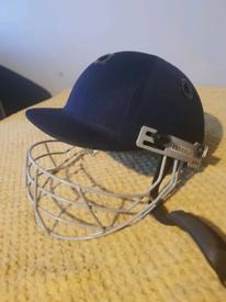 Readers 'vitara' Cricket Helmet. Boys size