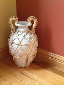 Pot décoratif + plante artificielle