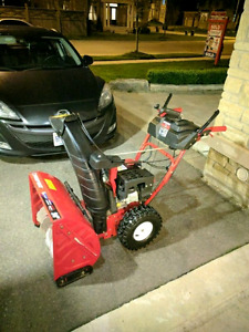 """Troy bilt 24"""" snow blower like new 9 out of 10 condition"""