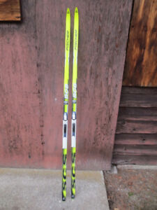 X-country skate skis with bindings
