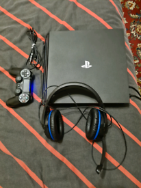PS4 Pro 1TB 4K +HyperX Cloud Stinger Headset