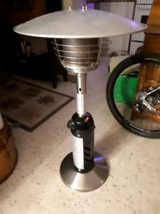 LIKE NEW PROPANE PATIO HEATER