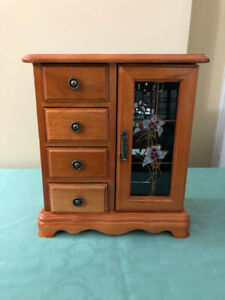 Wooden jewellery box for sale! Great condition!