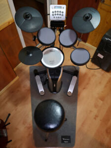Roland HD3 V-Drums Like new. With monitor, Midi to USB, & throne