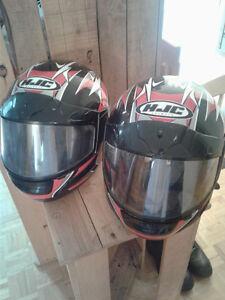 Deux casques à vendre