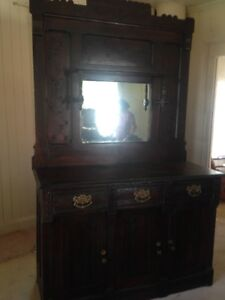 Meuble buffet antique