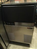 SCOTSMAN UNDERCOUNTER 75lb ICE MACHINE