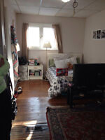 Large bedroom to rent in a 6 bedroom house on Alymer Street