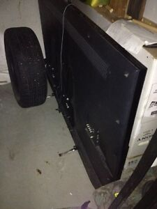 """70"""" Sony smart 3D tv busted screen"""