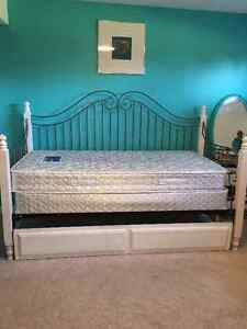 Twin bed with Trundle and mattresses