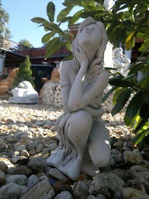 """Gartenfigur """"Frau hockend"""" Skulptur, Menschen, Steinguss,28 cm, Gartendeko, Frau"""