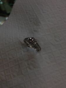 Beautiful Engagement Ring! New low price !!