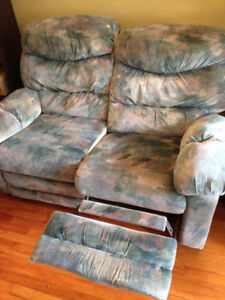 Causeuse et fauteuil inclinable, Sofa and Recliner Set