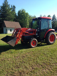 Kioti DK40SE Tractor with loader and front mount snow blower
