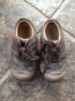 Stride rite brown leather shoe