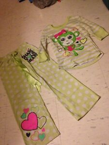 Girls pjs size 6-7 Kingston Kingston Area image 1
