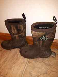 Kids Muck Boots size 11