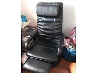 Gone pending collection- black reclining chair free Southside Picture 1
