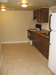 CENTRALLY LOCATED LARGE BACHELOR HEAT, WATER AND POWER INCLUDED Edmonton Edmonton Area image 3