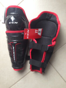 3e3acb358d7 New CCM Jetspeed FT350 Youth Shin Guards