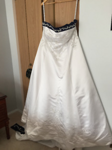 ONLY BEEN WORN ONCE!  Wedding Dress for Sale