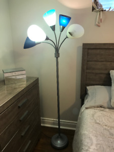 FLOOR LAMP FOR KIDS ROOM. EXCELLENT CONDITION !