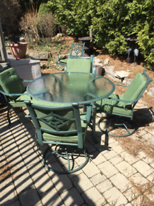 Patio Set Table and 5 Chairs Allen Roth Cushions