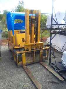 FORKTRUCK FOR SALE 6100LB LIFT
