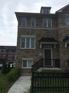 3 bedroom corner townhouse for rent in Bowmanville