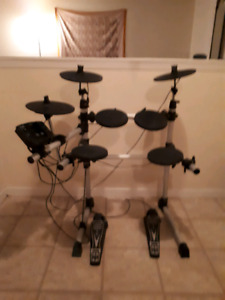 UNIVOX DD402 Electric drumkit w/headphones and stool