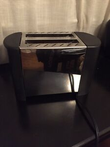 Stainless Steel and Black 2-slice toaster