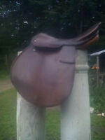 ENGLISH SADDLE..VERY VERSATILE..MADE BY COURBETTE