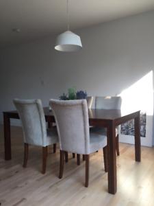 4 chaises super gentilles pour salle à manger