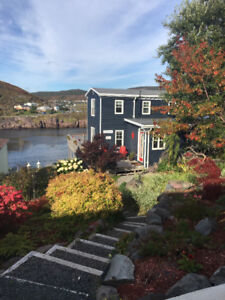 Cozy 2 Bedroom Oceanview Cottage (available October-April 2019)
