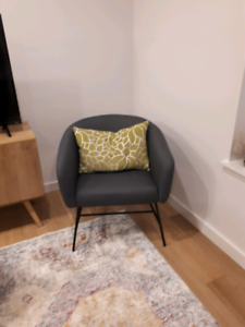 Incredible Accent Chair Buy And Sell Furniture In London Kijiji Theyellowbook Wood Chair Design Ideas Theyellowbookinfo