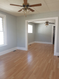 3 Bedroom House with Backyard (College and Campbell area)