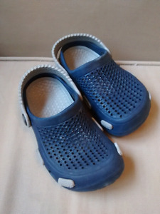 Croc-like toddler shoes