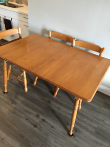Solid Roxton Maple Dining Room Table and Chairs. 7 piece set.