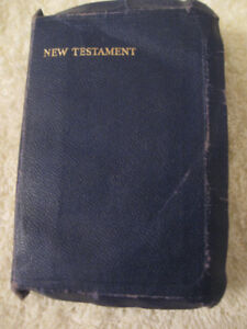 "OLD VINTAGE 1952 POCKET-SIZED BOOK of ""THE NEW TESTAMENT"""