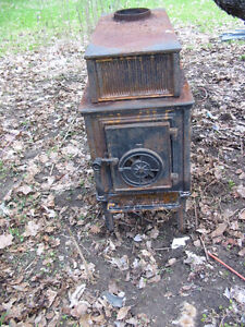 Antique Wood Stove Acorn? needs cleaning and fresh paint