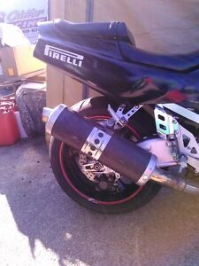 SUZUKI GSXR750 1992-93 WATTER COOLED PARTING OUT Windsor Region Ontario image 6