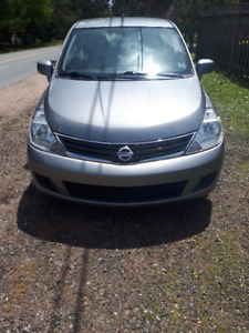 Low KM Nissan Versa Hatchback 2010