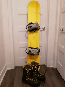 Snowboard  152 cm et bottes 10.5