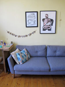 Grey Mid-Century Style Sofa in Perfect Condition / Canapé gris