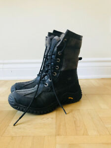 PERFECT CONDITION SNOW BOOTS NON SLIP EXTRA WARM